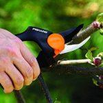 Fiskars 111540/1296540 Sécateur de jardin à crémaillère à poignée tournante pour branches de max. 20 mm de la marque Fiskars image 2 produit
