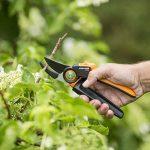 Fiskars Sécateur à enclume avec poignée rotative pour bois sec et dur, Système à crémaillère PowerGear X, Diamètre de coupe: 2,6 cm, Lames en acier haute qualité avec revêtement antiadhésif, Longueur: 22,5 cm, Noir/Orange, PX93, 1023629 de la marque Fiska image 2 produit