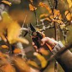 Fiskars Sécateur à lames franches avec poignée rotative pour branches et rameaux, Système à crémaillère PowerGear X, Revêtement antiadhésif, Lames en acier haute qualité, Longueur: 22 cm, Noir/Orange, PX94, 1023628 de la marque Fiskars image 4 produit