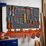 Tableau perforé + étagère pour organiser les outils VonHaus - Porte-outils mural de garage - Mural/Fixations, avec 50 crochets divers, parfait pour la maison, les abris de jardin, les ateliers ou les garages de la marque Vonhaus image 1 produit