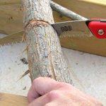 TABOR TOOLS TTS25 Scie à élaguer dotée avec lame pliable légèrement courbée en acier trempé - Scie de jardin de munie de dents 3D - Scie élagage - Scie Pliante de Qualité Supérieure - Scie à main pour la coupe d'arbres, le jardinage, la chasse, le scoutis image 4 produit